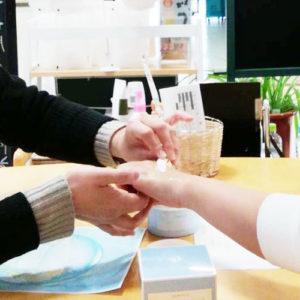 ビューティーサロンemu八戸店でエバメール新商品打ち合わせ